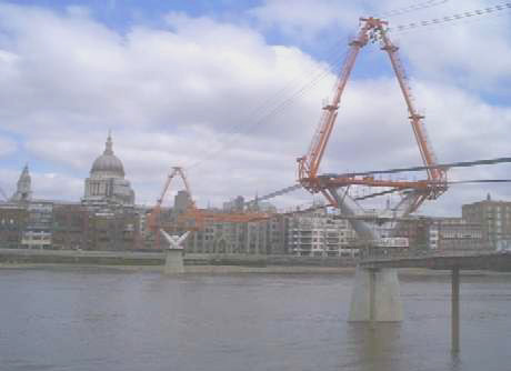 Millenium Bridge under construction