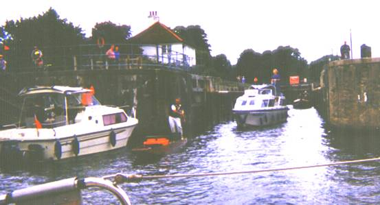 Sunbury Lock, 1999