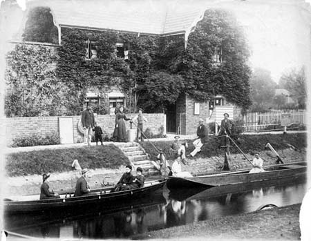 Sunbury Locks, Henry Taunt, 1880