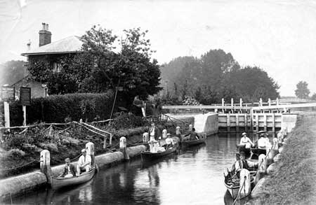 Cookham Lock, Henry Taunt, 1880
