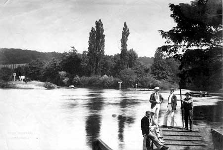 Cookham Ferry, Henry Taunt, 1885