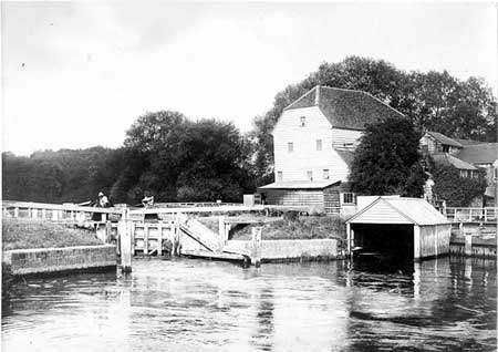 Shiplake Lock and Mill, Henry Taunt, 1895