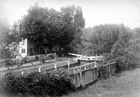 Sonning Lock, Henry Taunt, 1880
