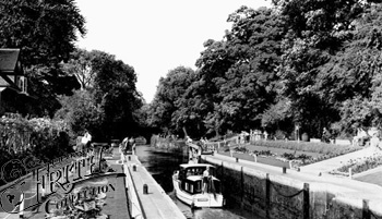 1955:  Sonning Lock, Francis Frith