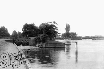 1890: Below Caversham Lock, Francis Frith