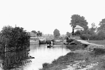 1890: Abingdon, the Lock from downstream, Francis Frith