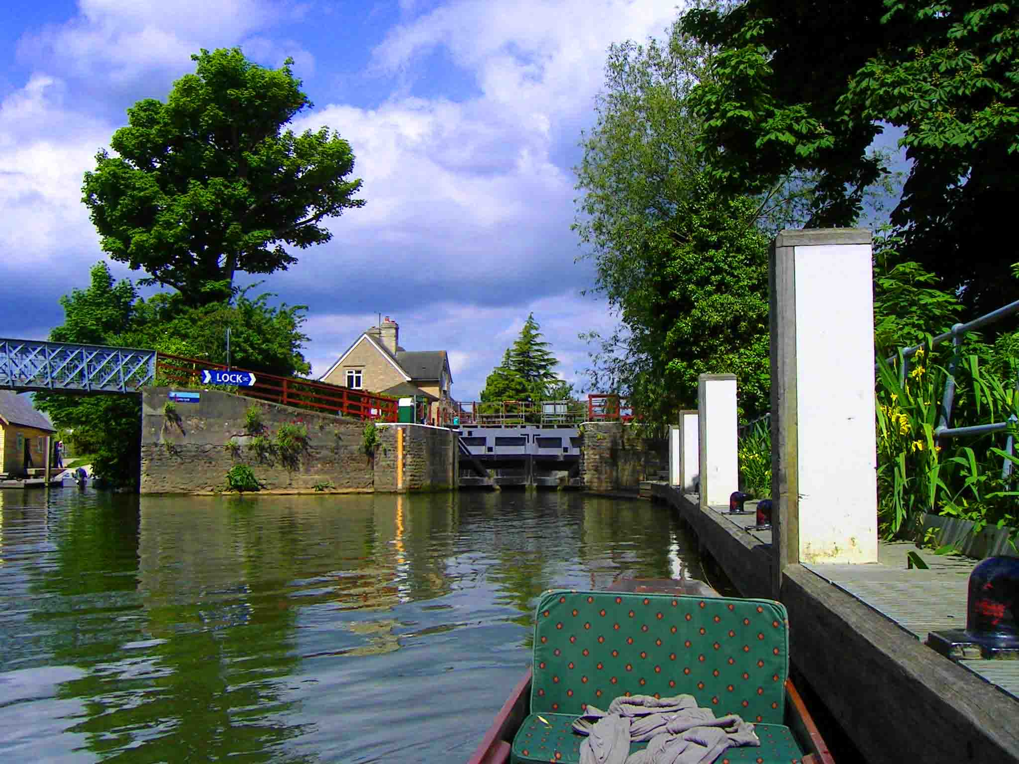 Layby below Osney Lock