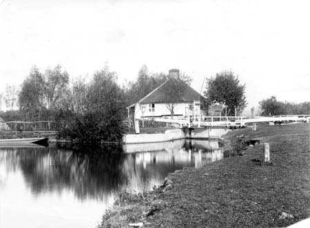 Pinkhill Lock, Henry Taunt, 1881-91