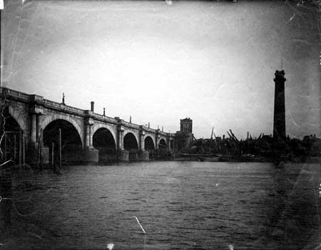 Waterloo Bridge and the Shot Tower, Henry Taunt, 1878