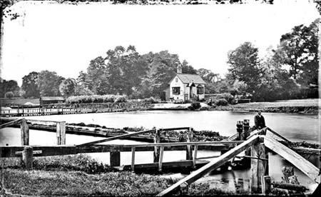 Old Wallingford Lock, Henry Taunt, 1865