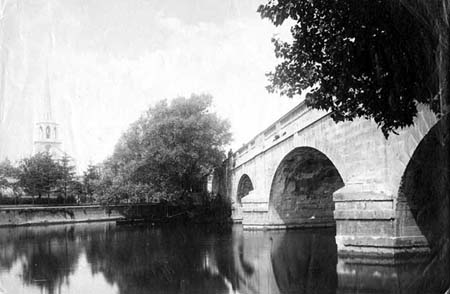 Wallingford Bridge and Church, Henry Taunt, 1880