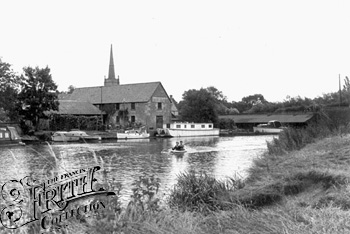 1960:  Lechlade, The Wharf, Francis Frith